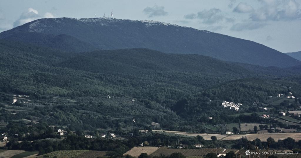 Antenne di distribuzioni connessione internet su tralicci montani - Monte San Pancrazio - Copertura Umbria - Lazio